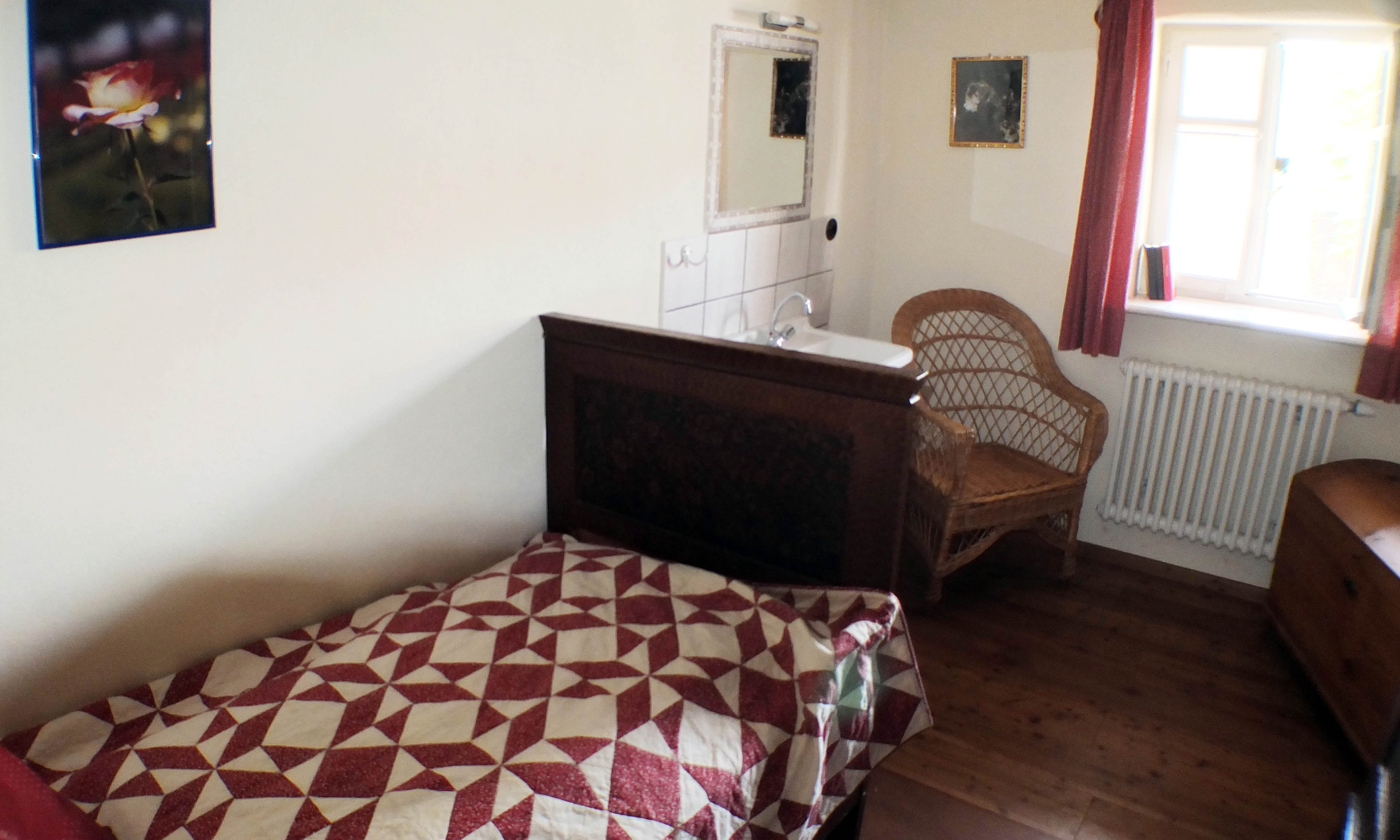 Zimmer mit Waschgelegenheit