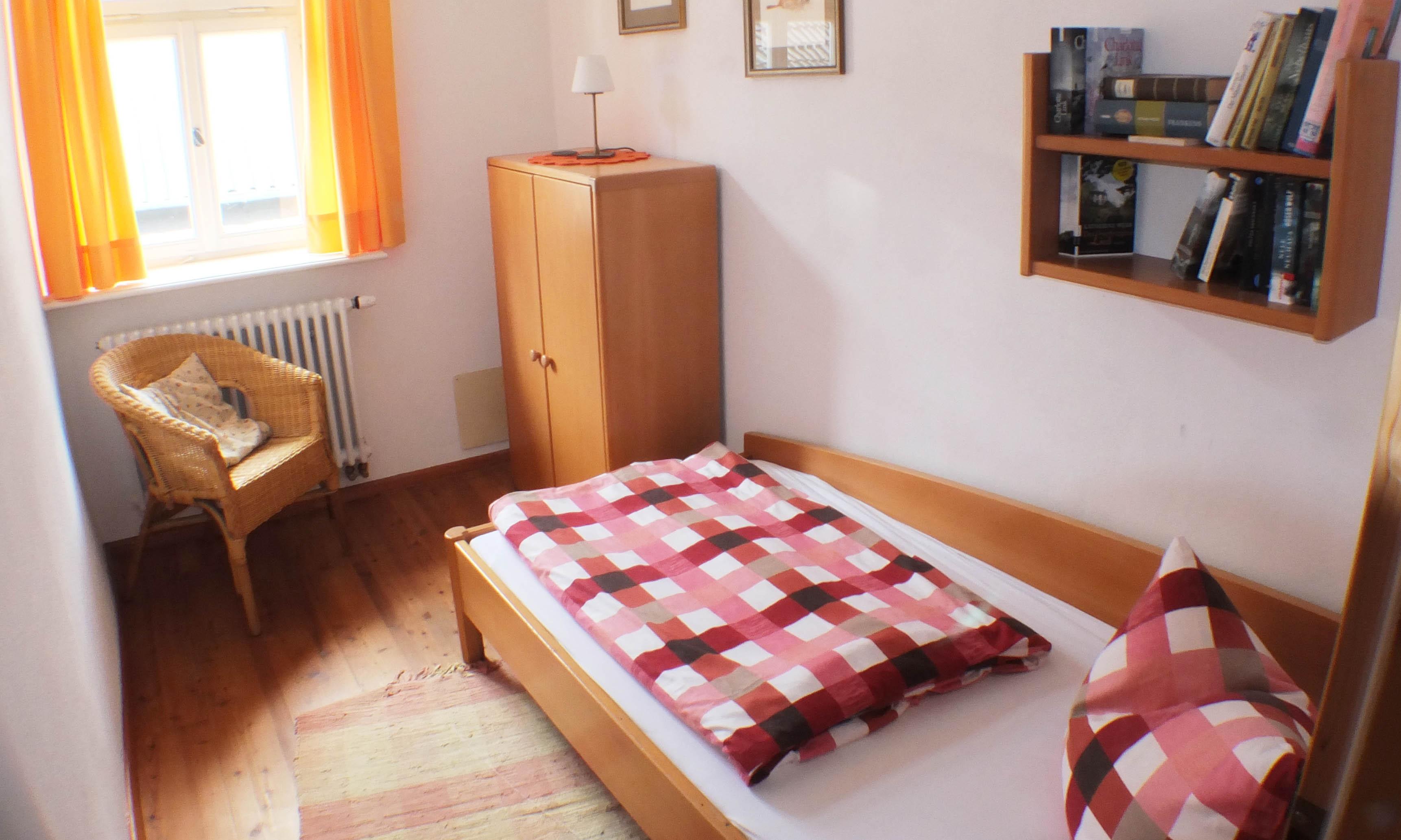 Schlafzimmer für eine Person.